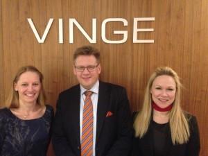 Kvällens värdinna advokat Anna Palmérus med talarna prof Lars Henriksson och advokat Cecilia Torelm Tornberg - Seminarium 12 mars 2014